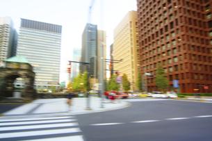 街並み 走行車両よりの写真素材 [FYI04792796]