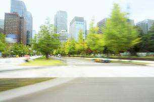走行車両より 街並みの写真素材 [FYI04792799]