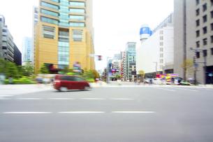 街並み 走行車両よりの写真素材 [FYI04792804]
