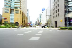 街並み 走行車両よりの写真素材 [FYI04792816]