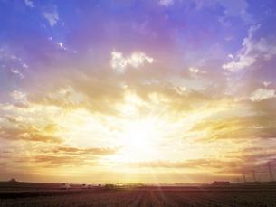河川敷の日の出の写真素材 [FYI04792848]
