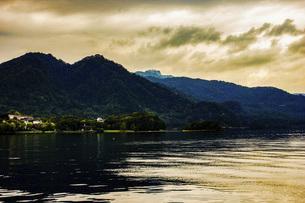 洞爺湖(夕暮れ時)の写真素材 [FYI04792862]