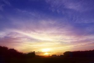 町の夕焼けの写真素材 [FYI04792909]