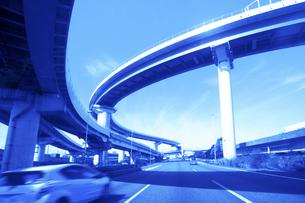 高速道路のインターチェンジの写真素材 [FYI04792911]