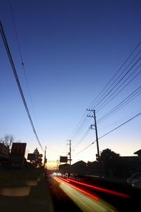 日の出前の家並みの写真素材 [FYI04792912]