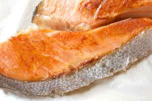 焼き鮭 サケ 鮭の塩焼きの写真素材 [FYI04793007]