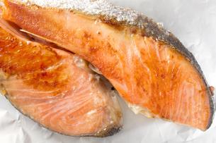 焼き鮭 サケ 鮭の塩焼き 朝食定番の写真素材 [FYI04793008]
