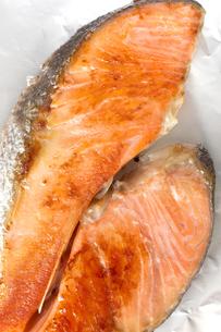 焼き鮭 サケ 鮭の塩焼きの写真素材 [FYI04793009]