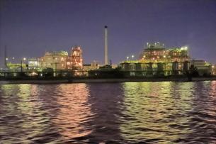 工場夜景クルーズ船から昭和電工の夜景の写真素材 [FYI04793083]