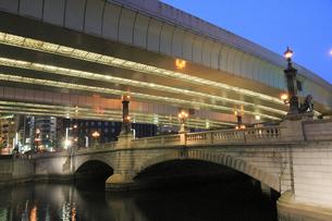 日本橋の夕景の写真素材 [FYI04793715]