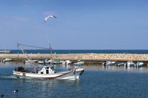 三本松港にて帰港する漁船の写真素材 [FYI04793752]