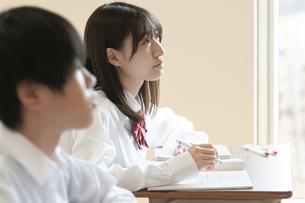 教室で授業を受ける学生の写真素材 [FYI04794462]