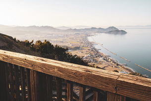 【香川県】大坂峠から見る夕方の東かがわ市の景色 自然風景の写真素材 [FYI04795005]