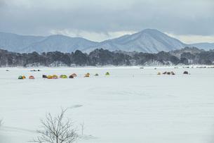 冬の猪苗代湖の写真素材 [FYI04795467]