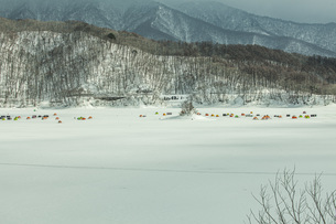 冬の桧原湖の写真素材 [FYI04795470]
