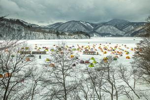 冬の桧原湖の写真素材 [FYI04795482]