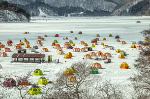 冬の桧原湖の写真素材 [FYI04795483]