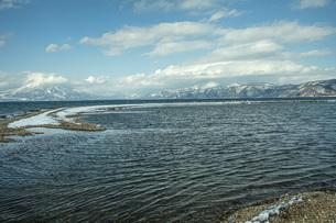 冬の猪苗代湖の写真素材 [FYI04795490]