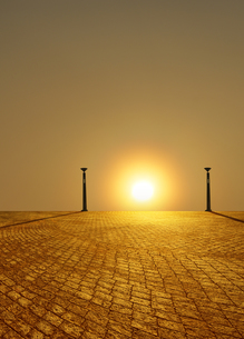 夕日と金色に輝く石畳の写真素材 [FYI04795541]
