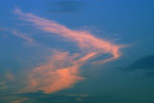 夕焼け雲の写真素材 [FYI04795547]