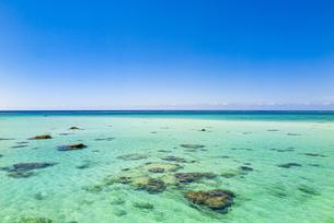 美しい17ENDのビーチから水平線を望むの写真素材 [FYI04795607]