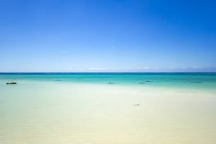 美しい17ENDのビーチから水平線を望むの写真素材 [FYI04795608]
