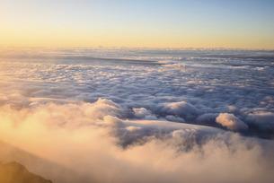 富士山から望む大雲海の写真素材 [FYI04795682]