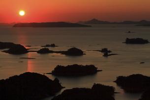 展海峰から眺める九十九島の夕日の写真素材 [FYI04795792]