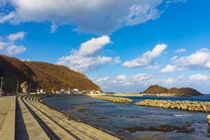 龍飛漁港と龍飛崎の写真素材 [FYI04795811]