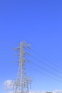 送電鉄塔と送電線の写真素材 [FYI04795873]