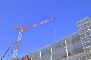 建築現場のクレーンの写真素材 [FYI04795874]