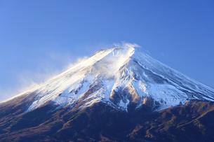 山梨県 元旦の富士山の写真素材 [FYI04796181]