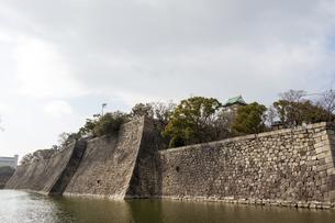 大阪城の巨大石垣の写真素材 [FYI04796351]