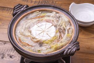 豚肉と白菜のチーズ鍋の写真素材 [FYI04796496]