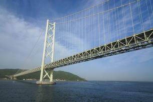 明石海峡大橋と淡路島の写真素材 [FYI04796514]