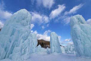 北海道冬の風景 支笏湖の氷濤まつりの写真素材 [FYI04796827]