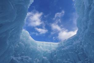 北海道冬の風景 支笏湖の氷濤まつりの写真素材 [FYI04796833]