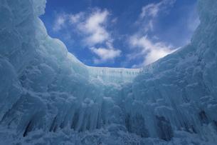 北海道冬の風景 支笏湖の氷濤まつりの写真素材 [FYI04796834]