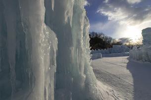 北海道冬の風景 支笏湖の氷濤まつりの写真素材 [FYI04796836]