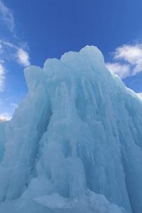 北海道冬の風景 支笏湖の氷濤まつりの写真素材 [FYI04796837]