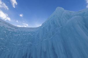北海道冬の風景 支笏湖の氷濤まつりの写真素材 [FYI04796838]