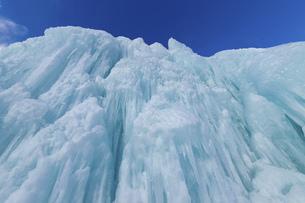 北海道冬の風景 支笏湖の氷濤まつりの写真素材 [FYI04796840]