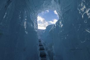 北海道冬の風景 支笏湖の氷濤まつりの写真素材 [FYI04796841]
