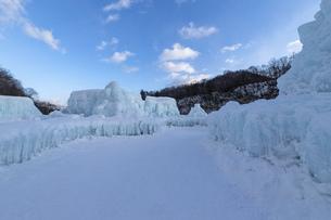 北海道冬の風景 支笏湖の氷濤まつりの写真素材 [FYI04796842]