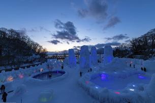 北海道冬の風景 支笏湖の氷濤まつりの写真素材 [FYI04796848]