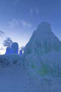 北海道冬の風景 支笏湖の氷濤まつりの写真素材 [FYI04796849]
