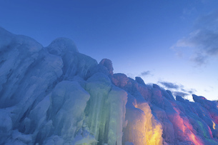 北海道冬の風景 支笏湖の氷濤まつりの写真素材 [FYI04796851]