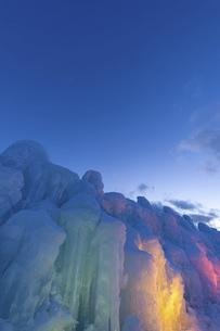 北海道冬の風景 支笏湖の氷濤まつりの写真素材 [FYI04796852]