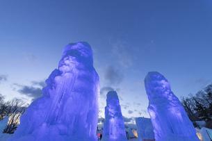 北海道冬の風景 支笏湖の氷濤まつりの写真素材 [FYI04796853]