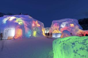 北海道冬の風景 支笏湖の氷濤まつりの写真素材 [FYI04796856]